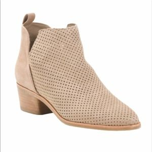 DOLCE VITA Sonni suade booties   8.5